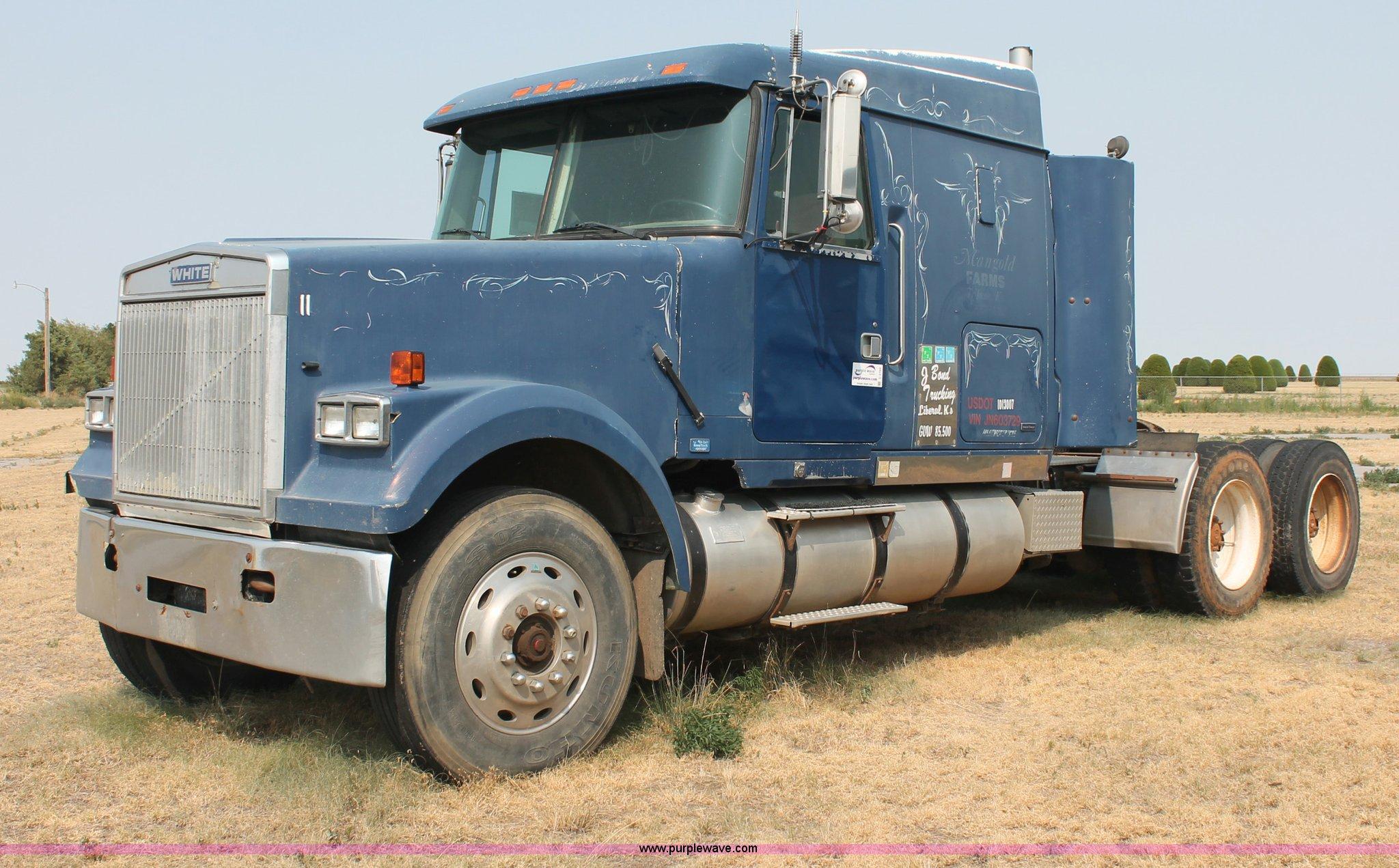 used titan sale truck cabover trucks background for chevrolet semi wiki edit gmc volvo wikipedia