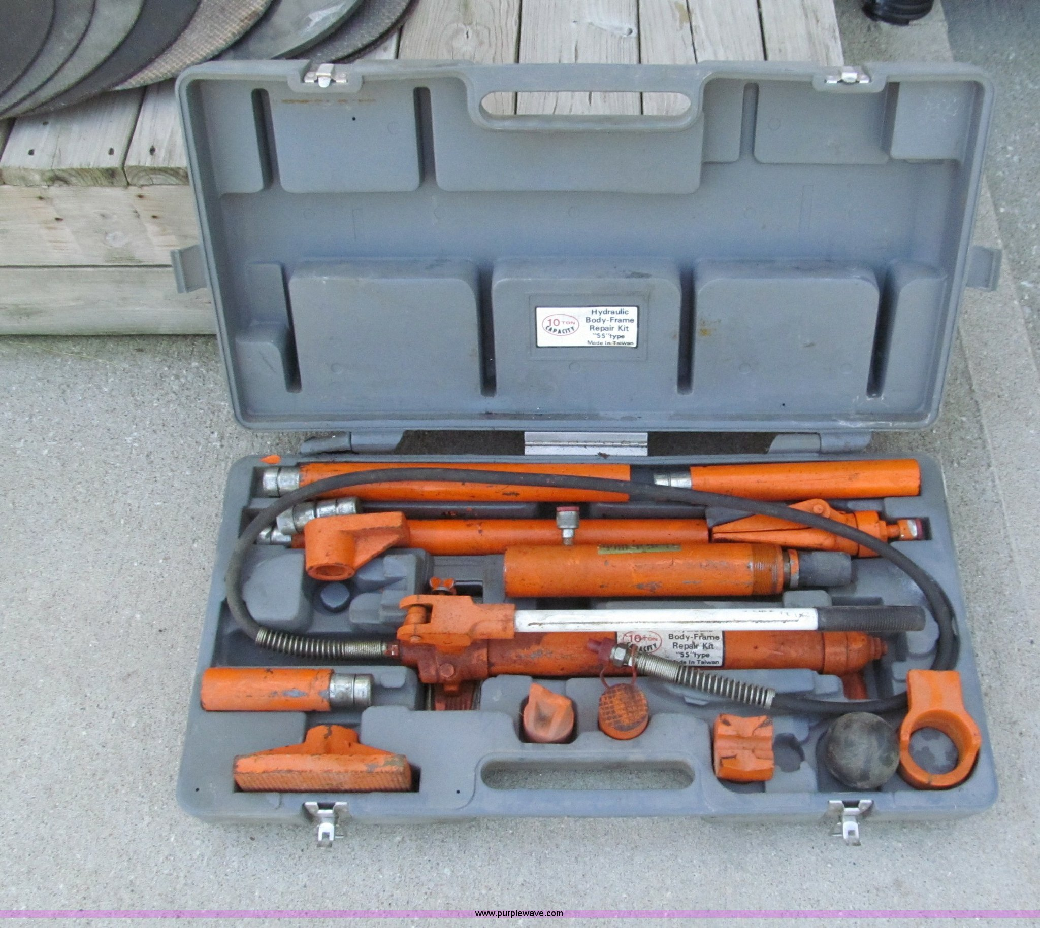 Jm Jong Maw 10 Ton Hydraulic Porta Power In Harrisonville Mo Item E2161 Sold Purple Wave