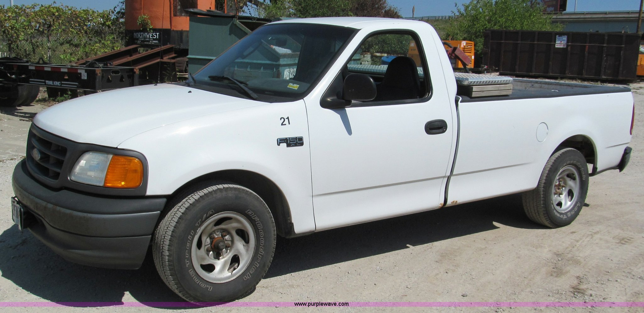 E2133 image for item E2133 2004 Ford F150 Heritage XL pickup truck
