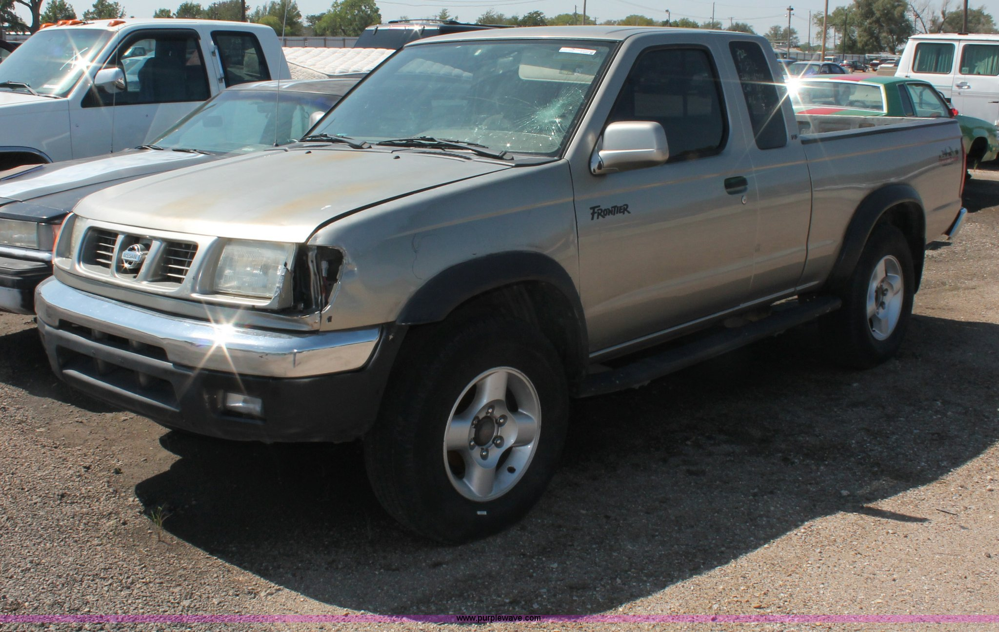 2000 Nissan Frontier SE Desert Runner King Cab pickup truck