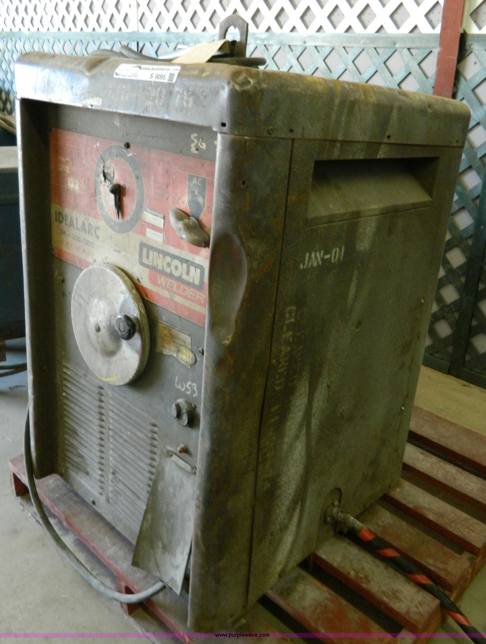 Lincoln 300 amp stick welder | Item S9095 | SOLD! Wednesday