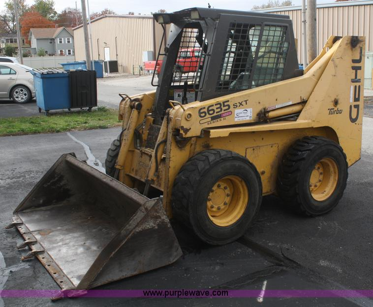 2001 Gehl 6635SXT II skid steer | Item F2611 | SOLD! Thursda