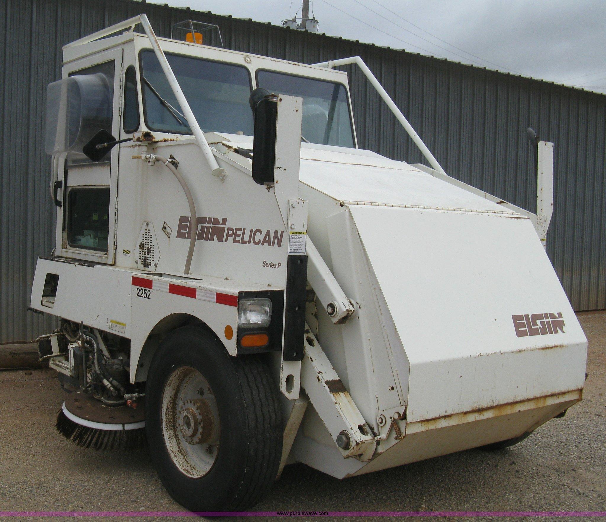 B8288 image for item B8288 1998 Elgin Pelican Series P street sweeper
