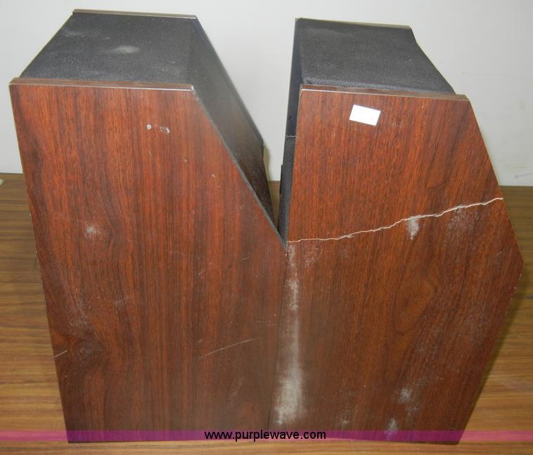 bose 201 series ii. f9224 image for item (2) bose 201 series ii speakers ii