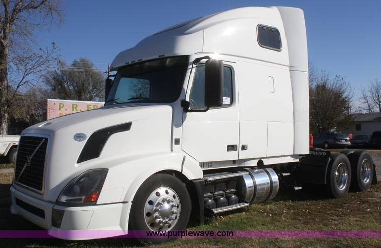 image vn photos volvo front poctra for or com sale id semi truck left portland