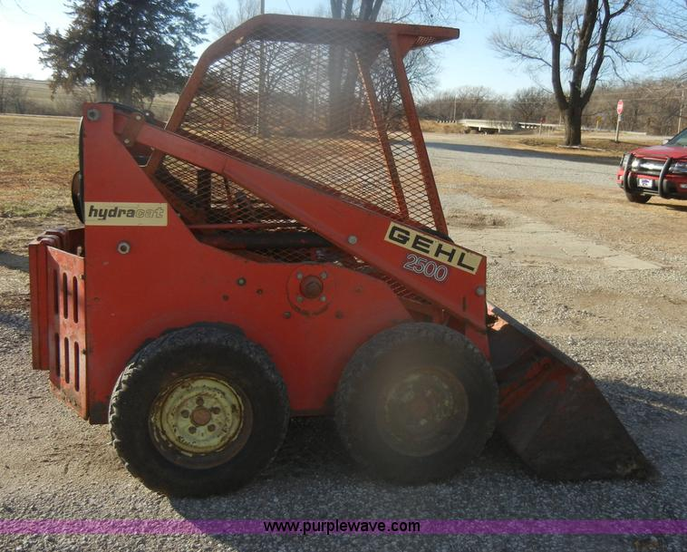 Gehl 2500 Hydro Cat skid steer | Item AB9917 | SOLD! Thursda