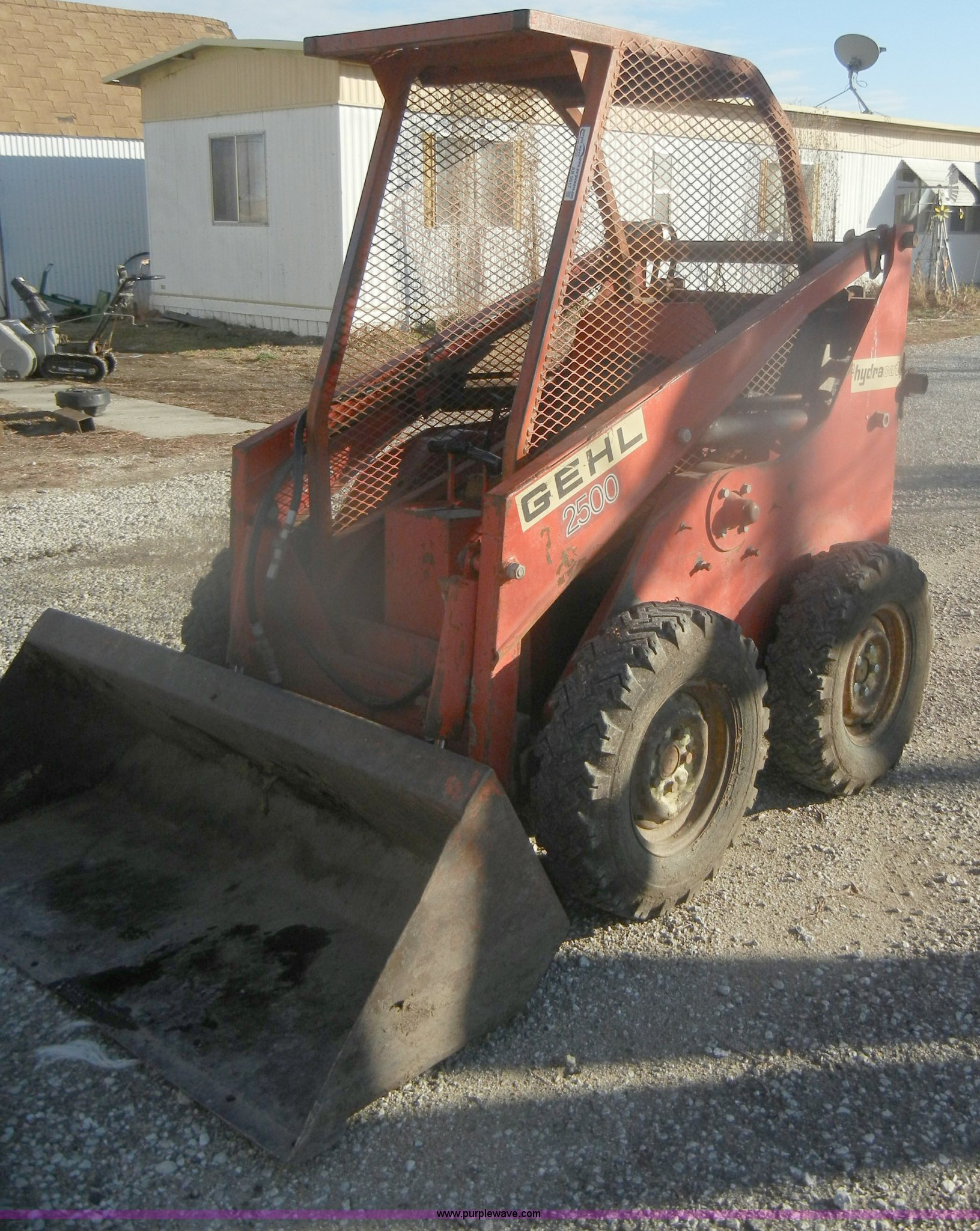 Gehl 2500 Hydro Cat skid steer | Item AB9917 | SOLD! Thursda