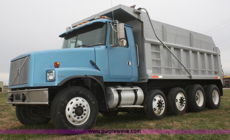 f2712 image for item f2712 1998 volvo wg dump truck