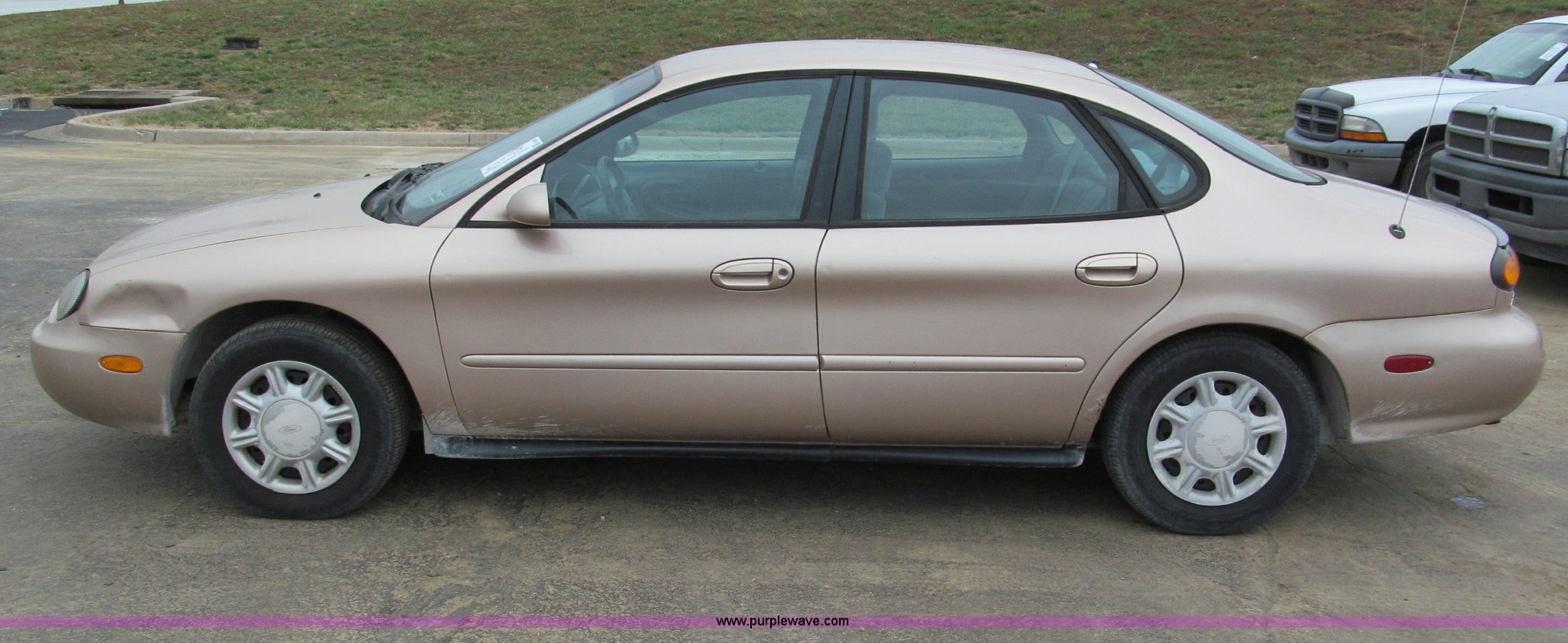 1997 ford taurus gl item e5851 sold tuesday january 8 g 1992 Ford Taurus GL Interior 1997 ford taurus gl full size in new window