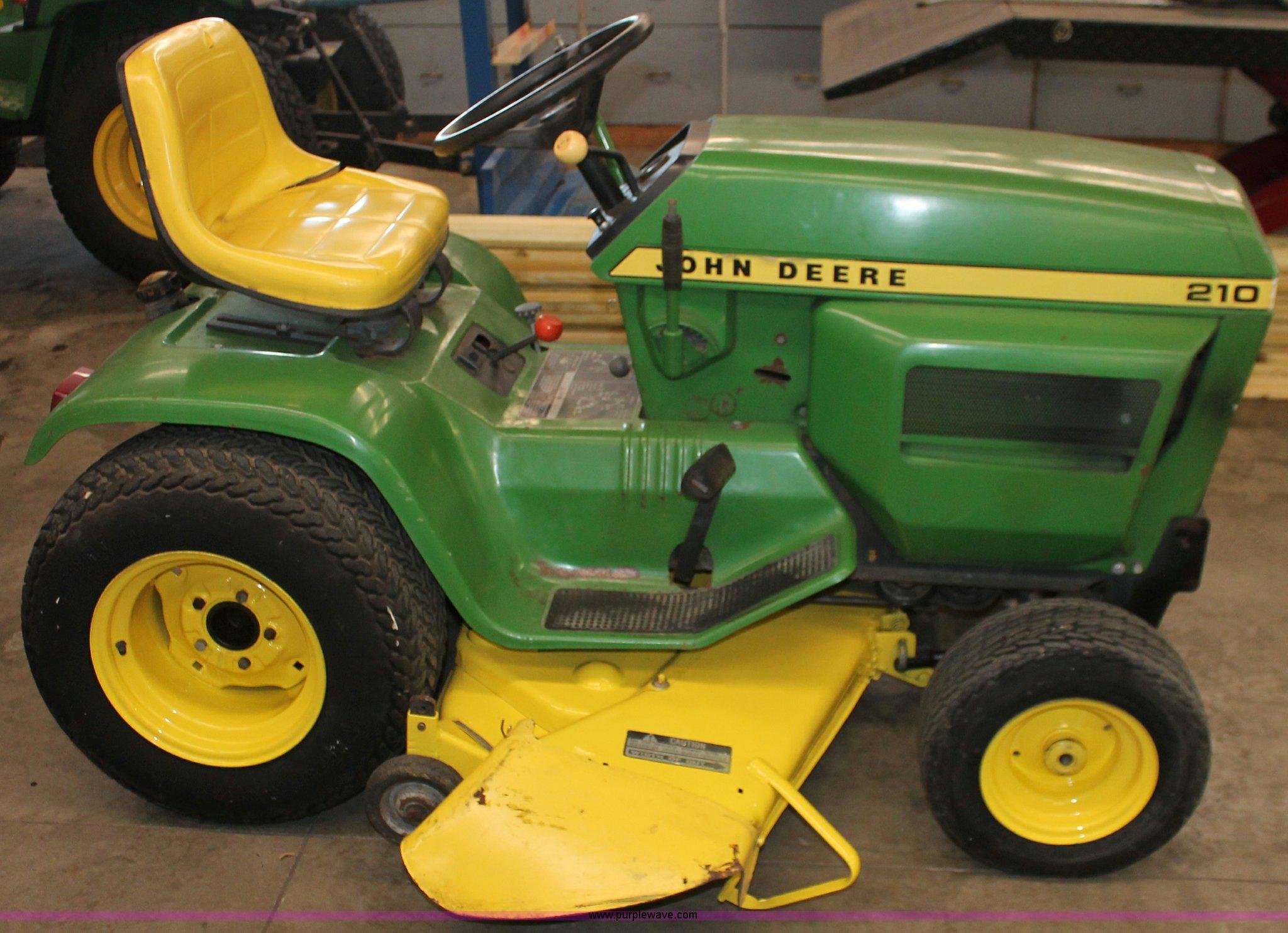 John Deere 210 Lawn Tractor In Abilene Ks Item V9248 Sold Purple Wave