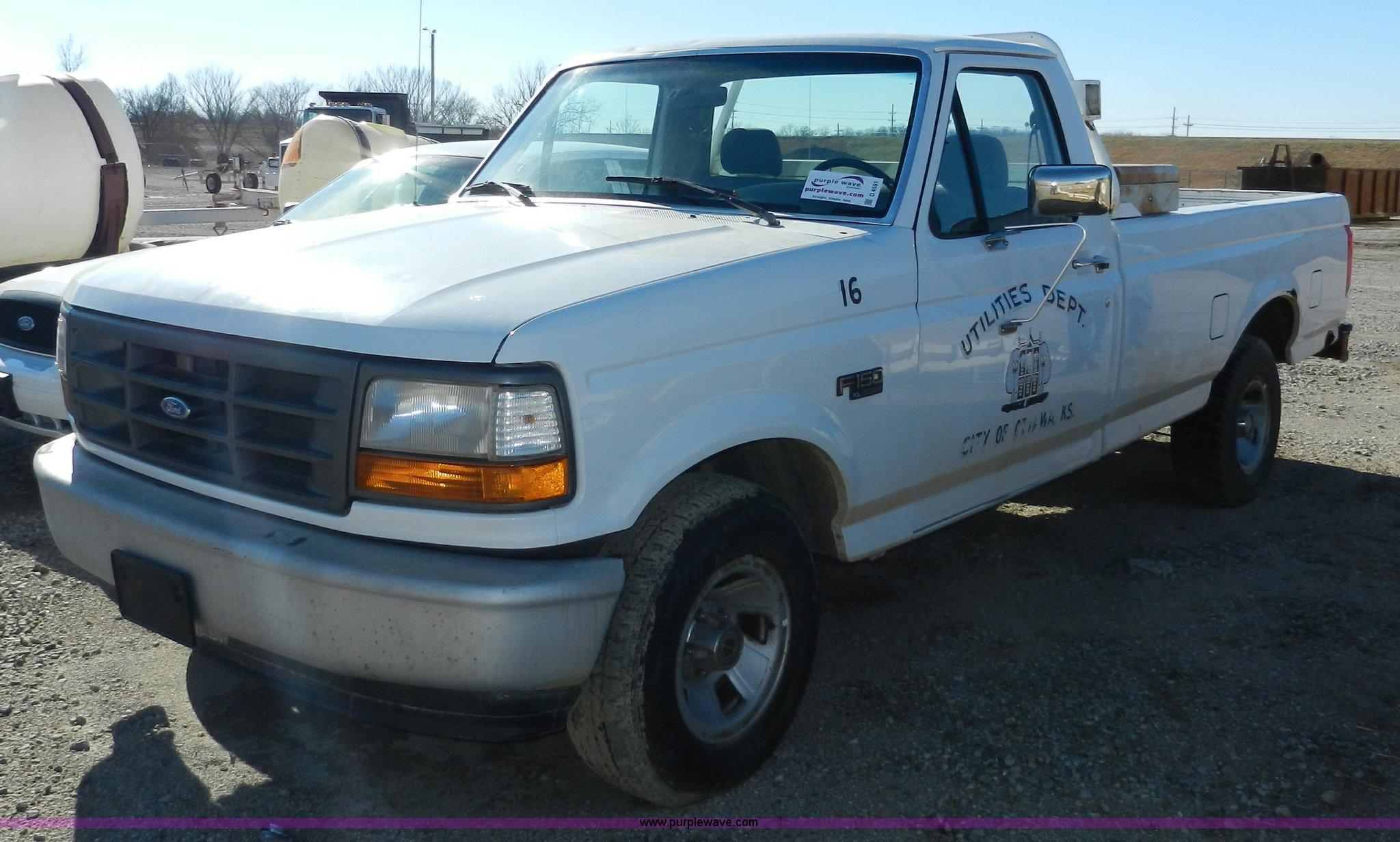 1995 ford f150 xl pickup truck item d4591 sold. Black Bedroom Furniture Sets. Home Design Ideas