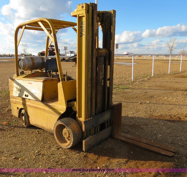 Yale forklift | Item B4604 | SOLD! February 13 Ag Equipment