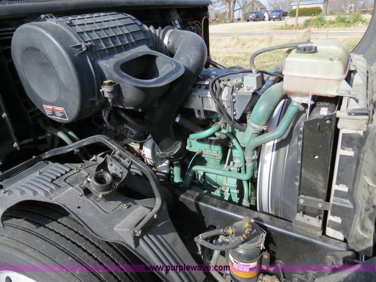 2004 Volvo Vnl Semi Truck Item B4564 Sold February 19 T
