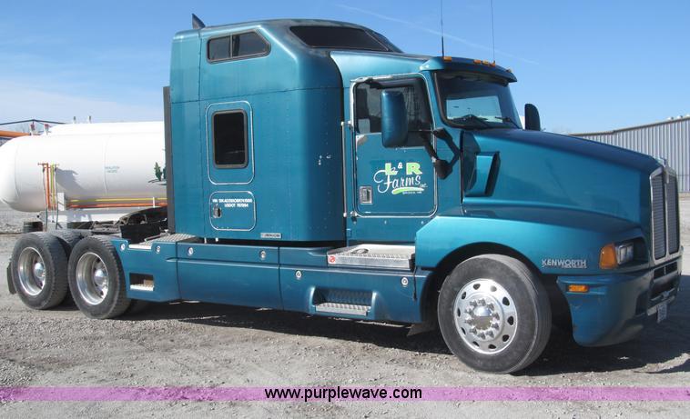 1997 Kenworth T600 semi truck | Item B5340 | SOLD! February