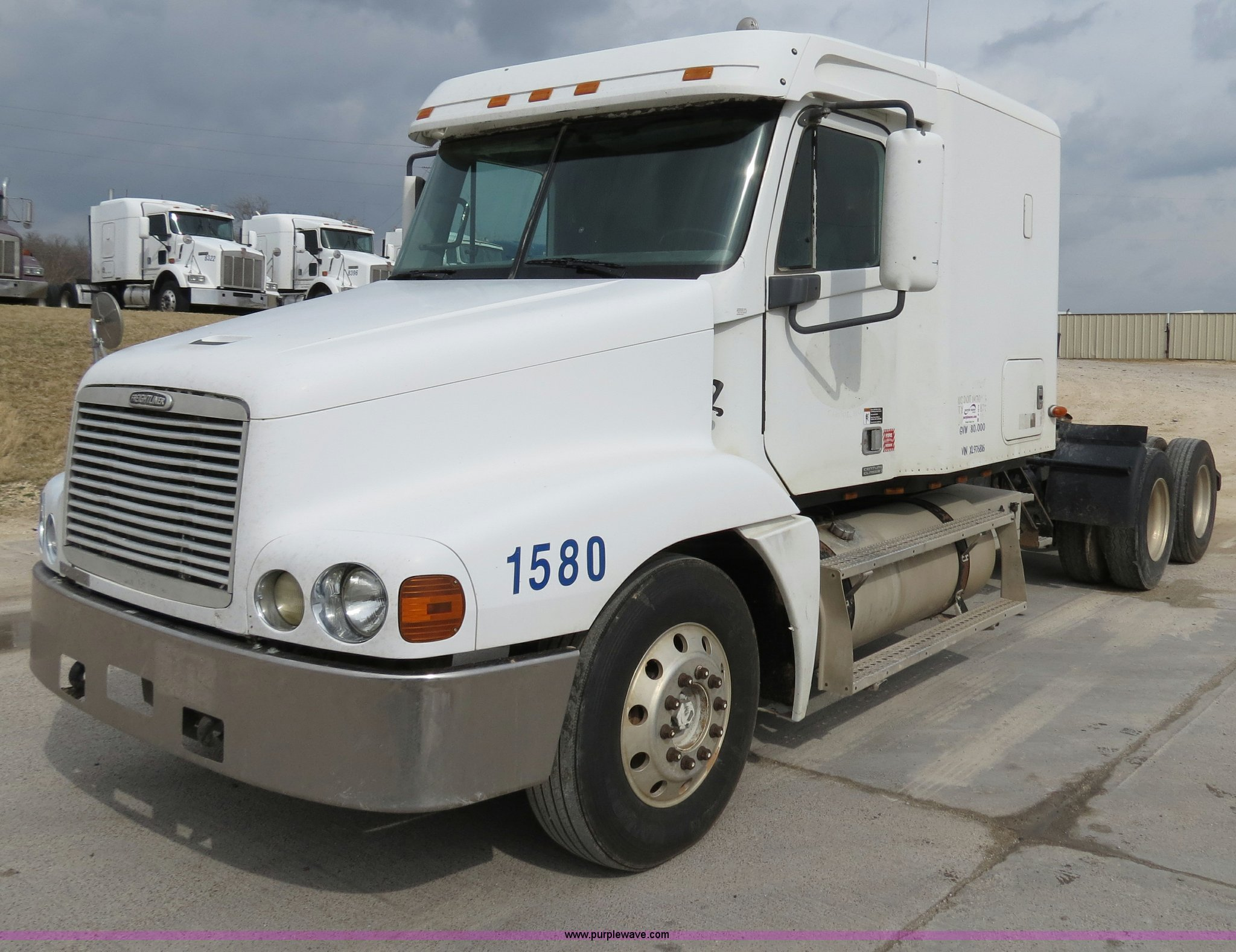 B4575 image for item B4575 1999 Freightliner Century Class ...