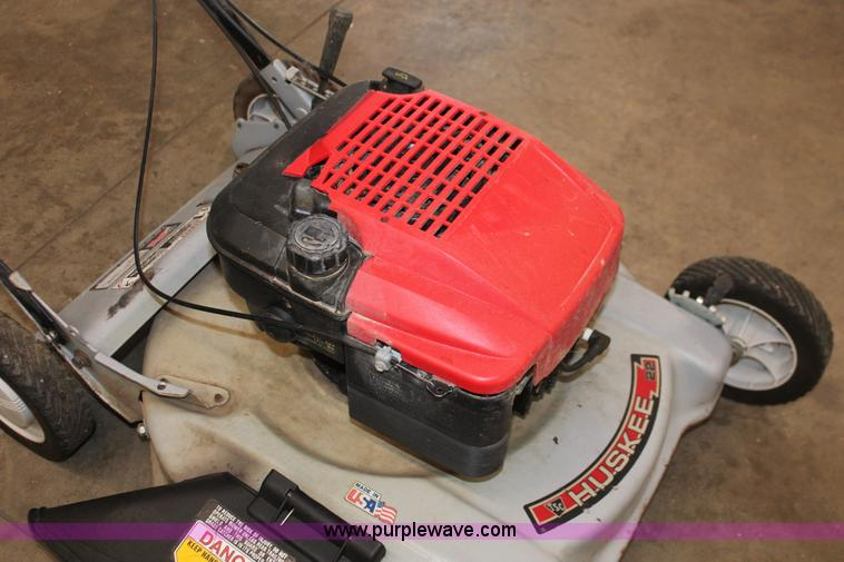 Huskee push lawn mower | Item V9236 | SOLD! February 20 Midw