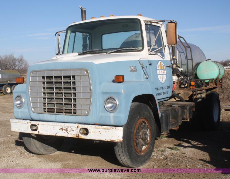 1982 Bucket F700 Ford Truck