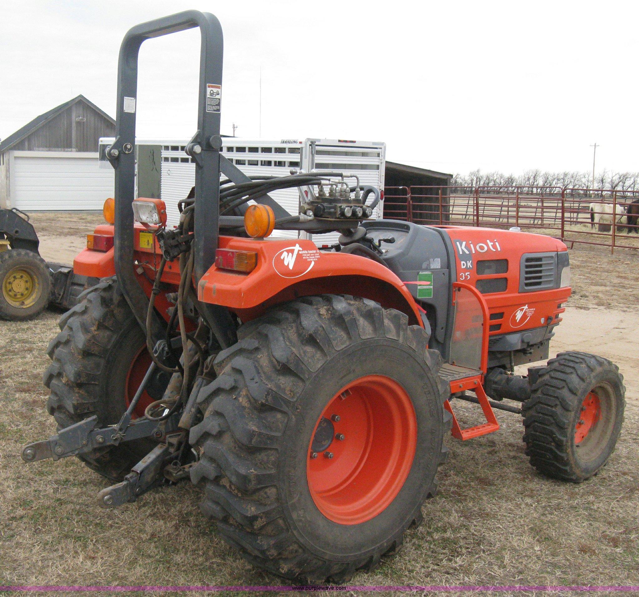 ... Kioti DK35 MFWD tractor Full size in new window ...