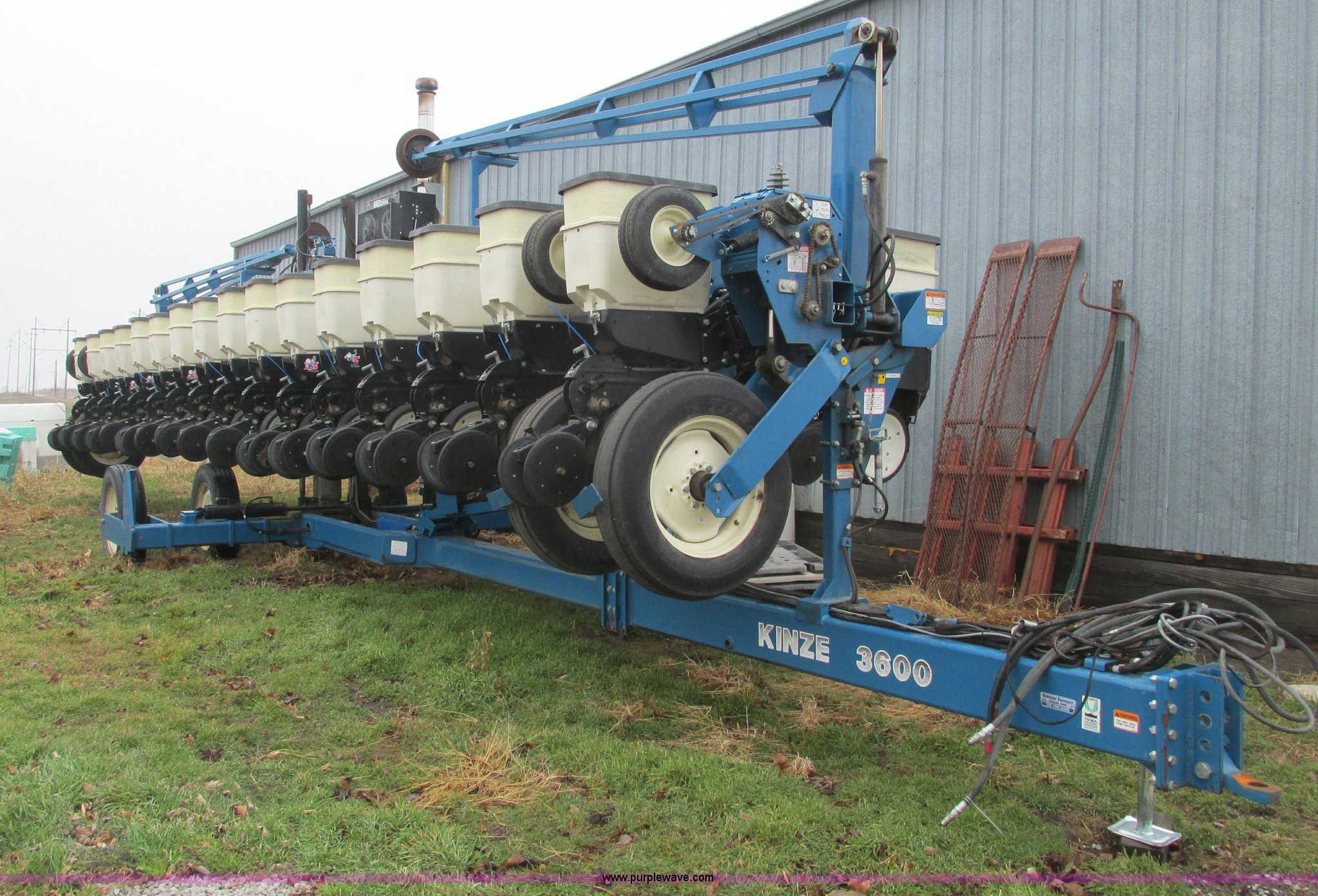 Kinze 3600 Twin Line 16 31 Row Planter Item F4270 Sold