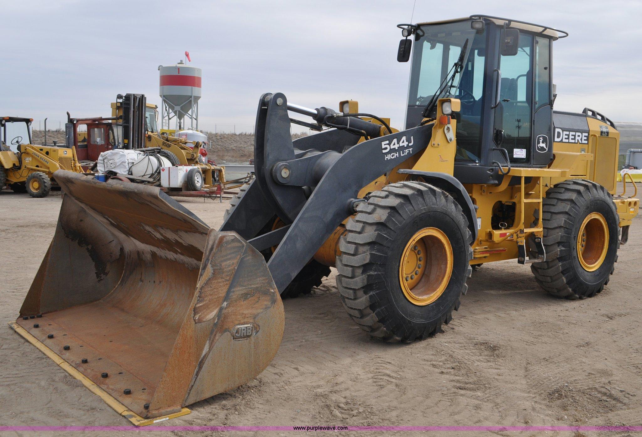 C3386 image for item C3386 2005 John Deere 544J wheel loader