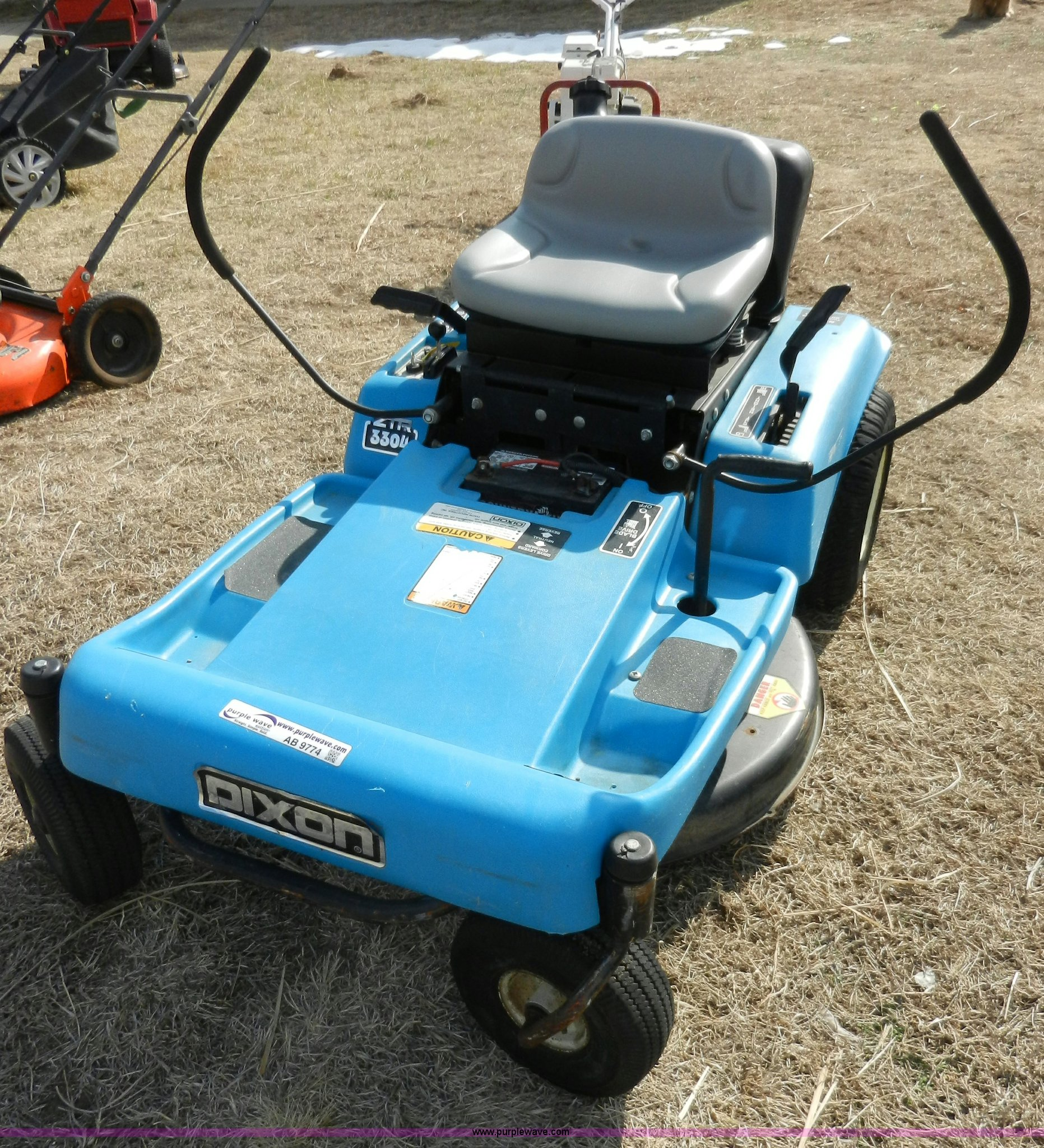 Dixon 3304 zero turn lawn mower in Abilene, KS | Item AB9774 sold | Purple  Wave