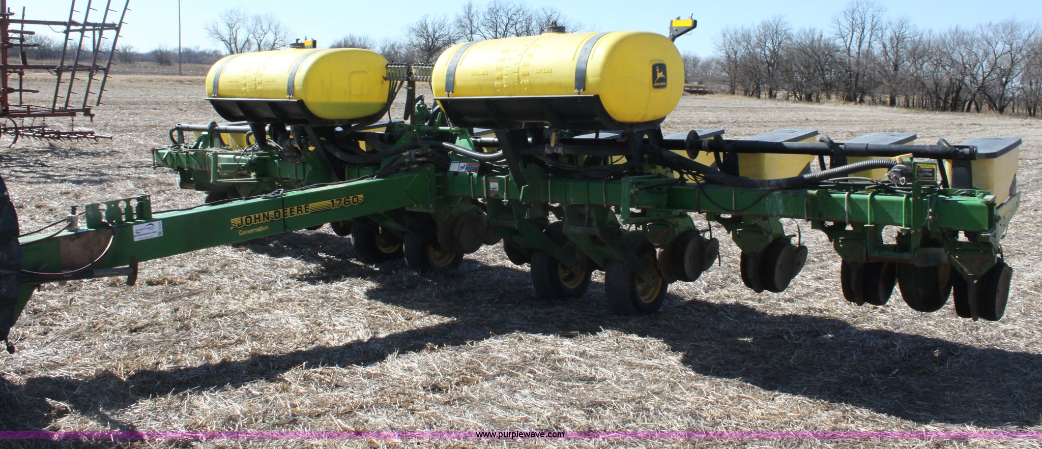1999 John Deere 1760 Conservation 12 Row Flex Planter Item