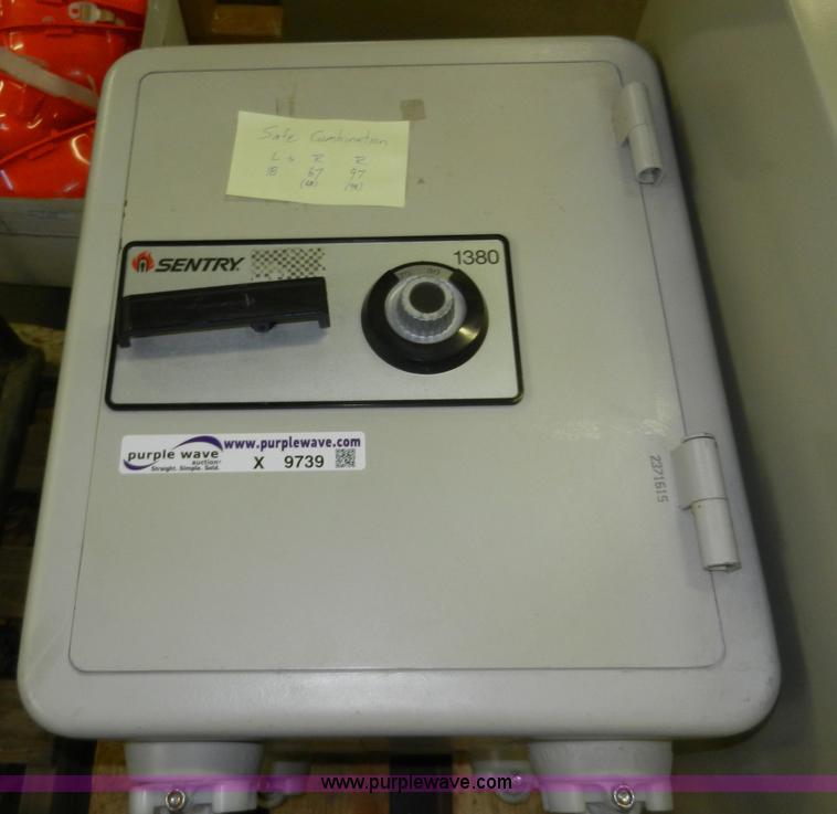 Sentry 1380 Combination Safe Item X9739 3 21 2013