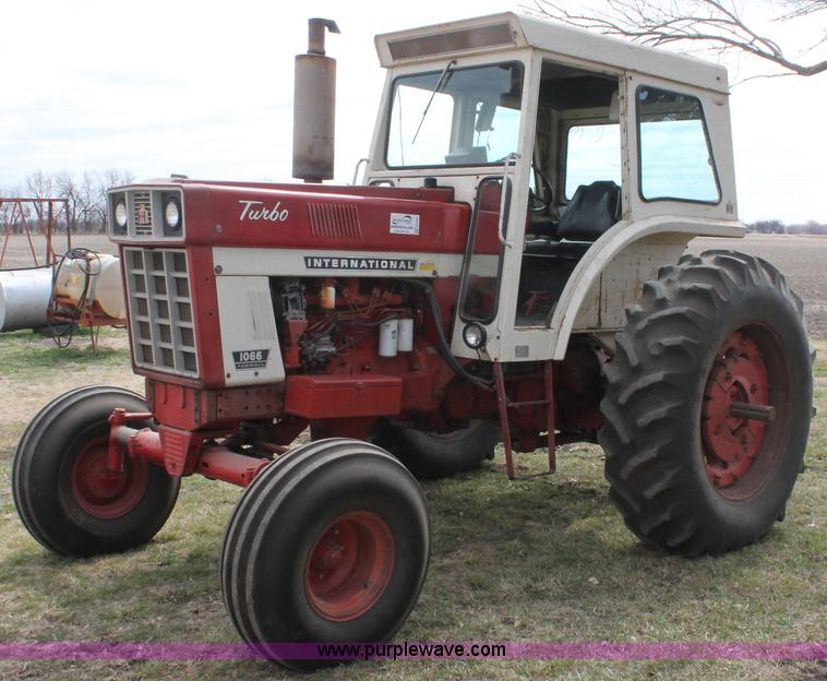 Farmall 1066 Tractor : International farmall tractor item e