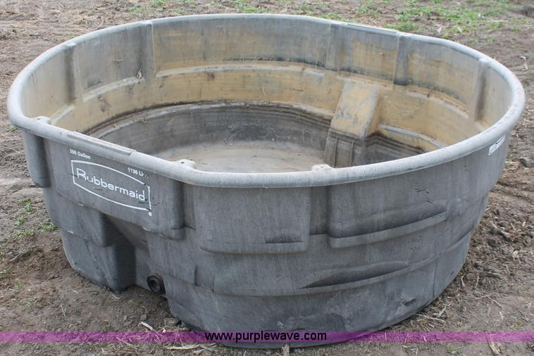 w9341 image for item w9341 rubbermaid 300 gallon water tank