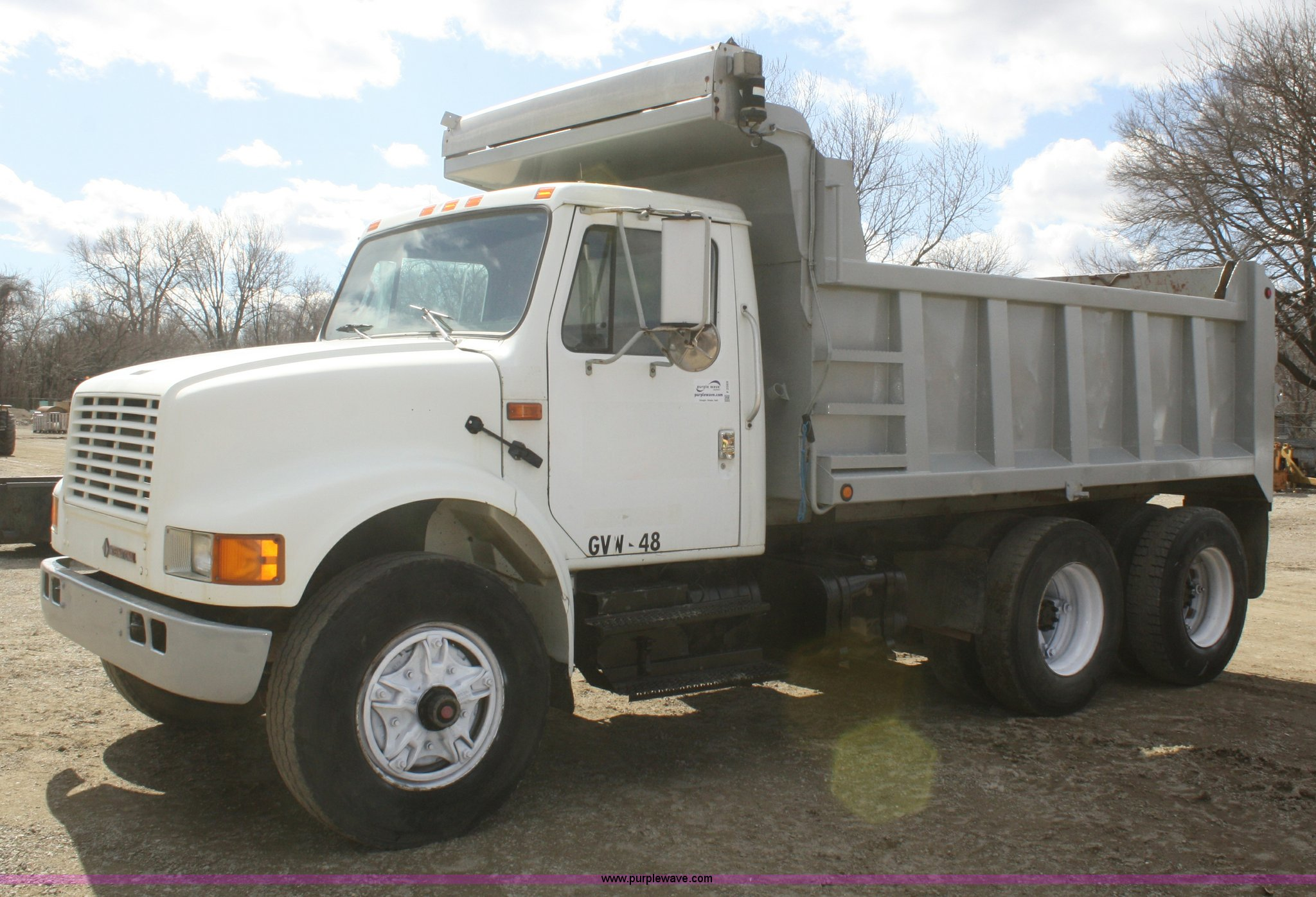 F2569 image for item F2569 1990 International 4900 dump truck