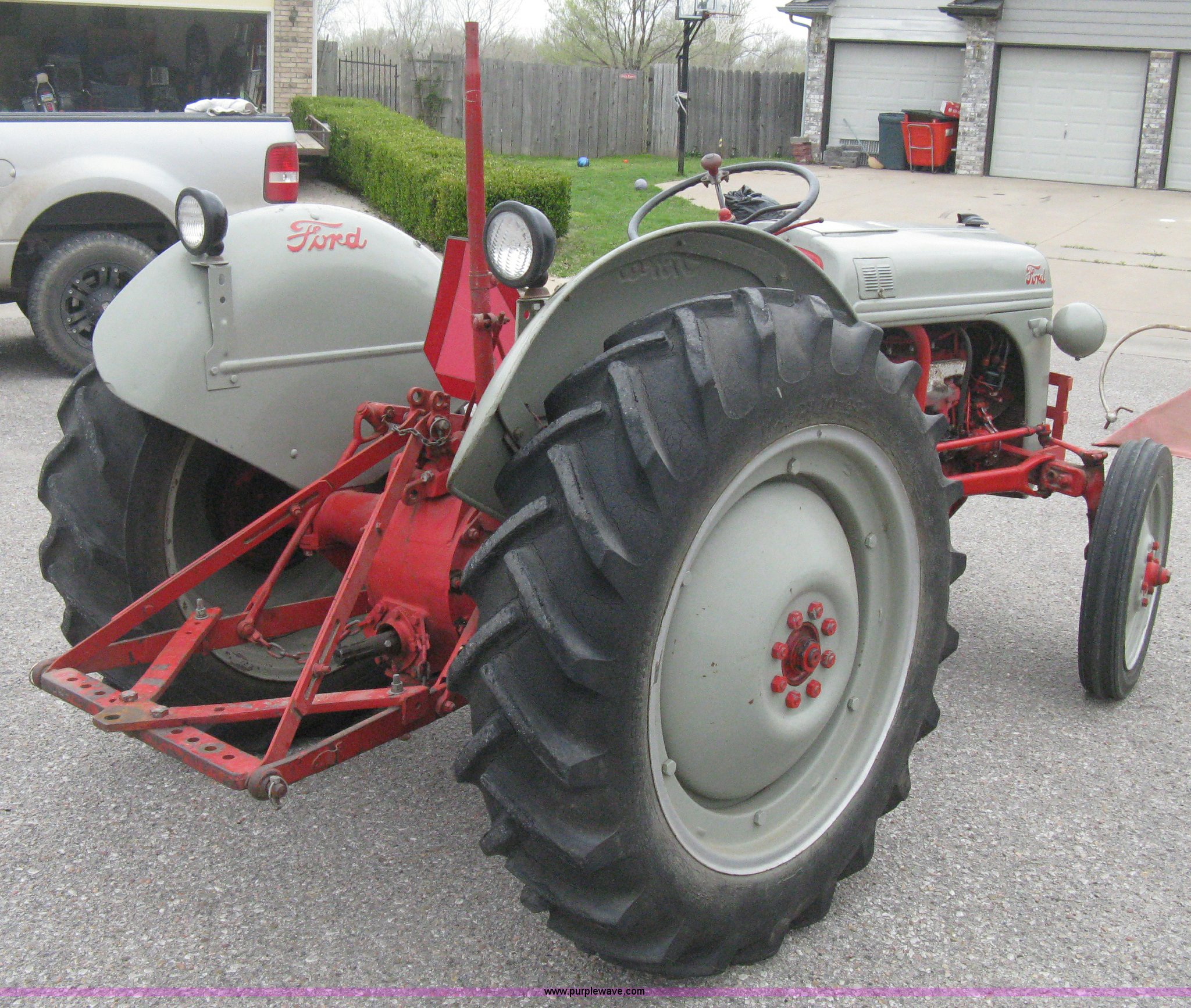 1952 Ford 8N tractor | Item E3386 | SOLD! May 1 Midwest Auct