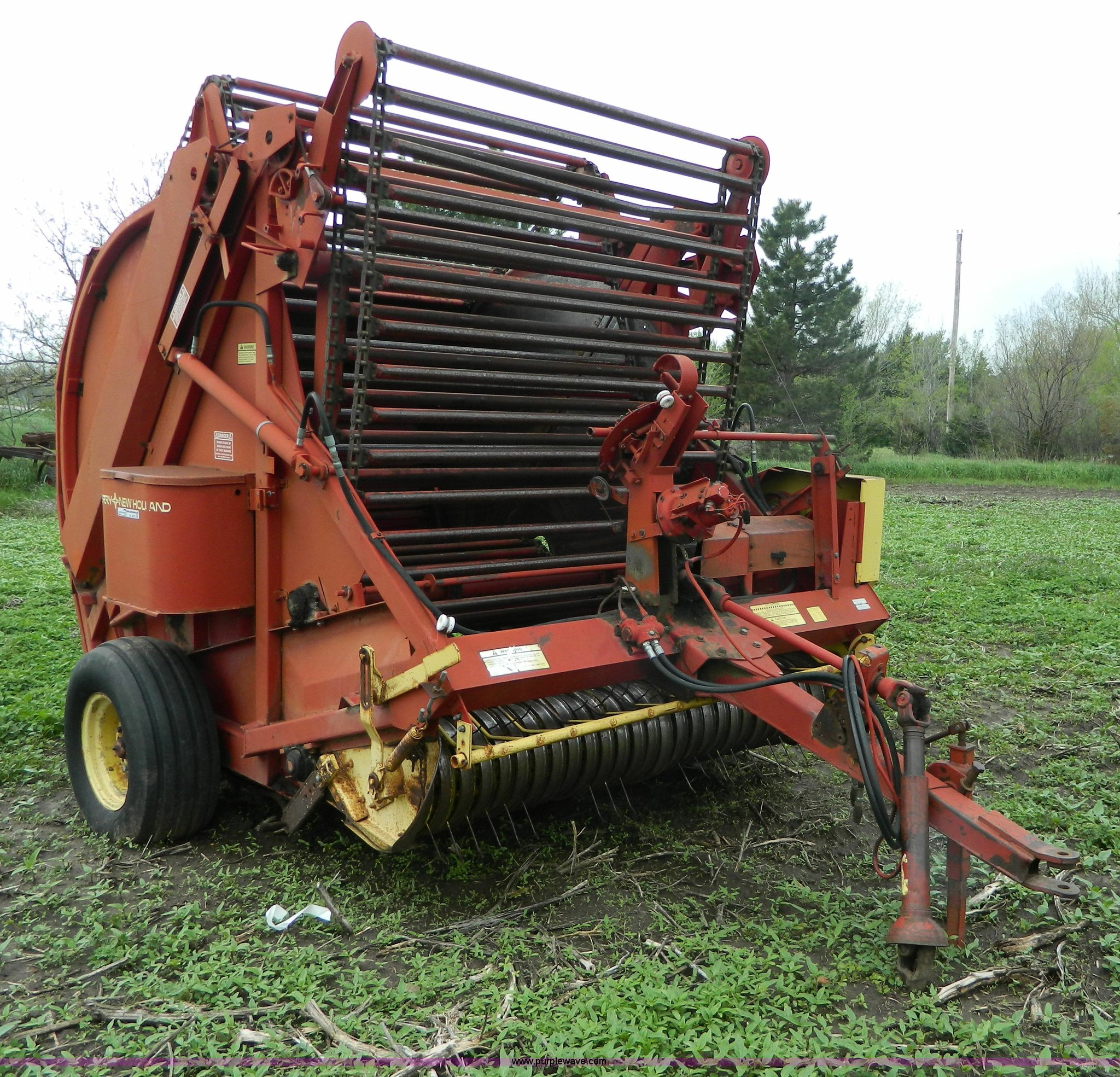 New Holland 850 round baler | Item W9012 | SOLD! May 29 Ag E