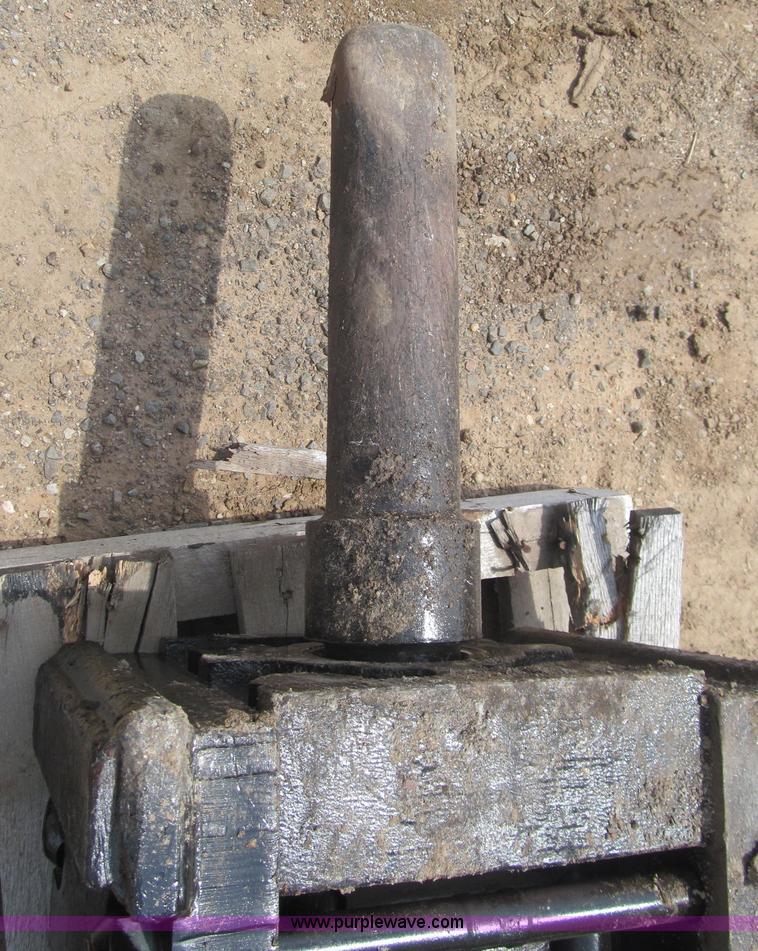 Wain-Roy hydraulic hammer   Item E7584   SOLD! May 31 Oklaho