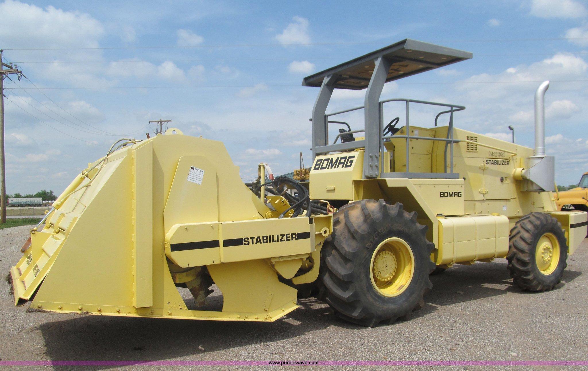 E7578 image for item E7578 2005 Bomag MPH364SDM recycler soil stabilizer