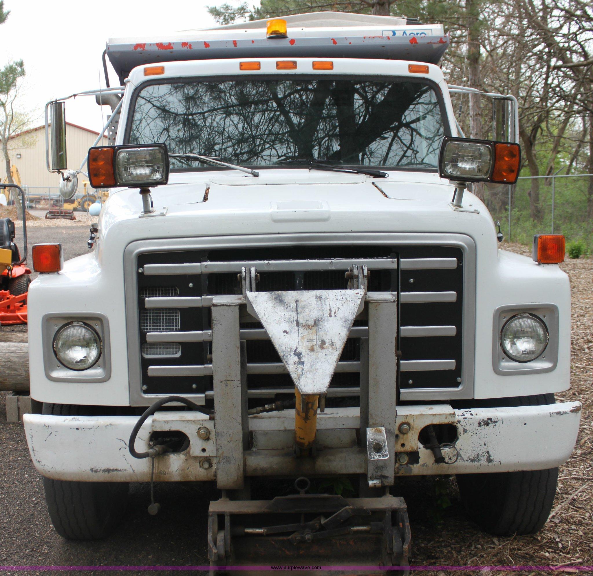 ... 1986 International S1700 dump truck Full size in new window ...