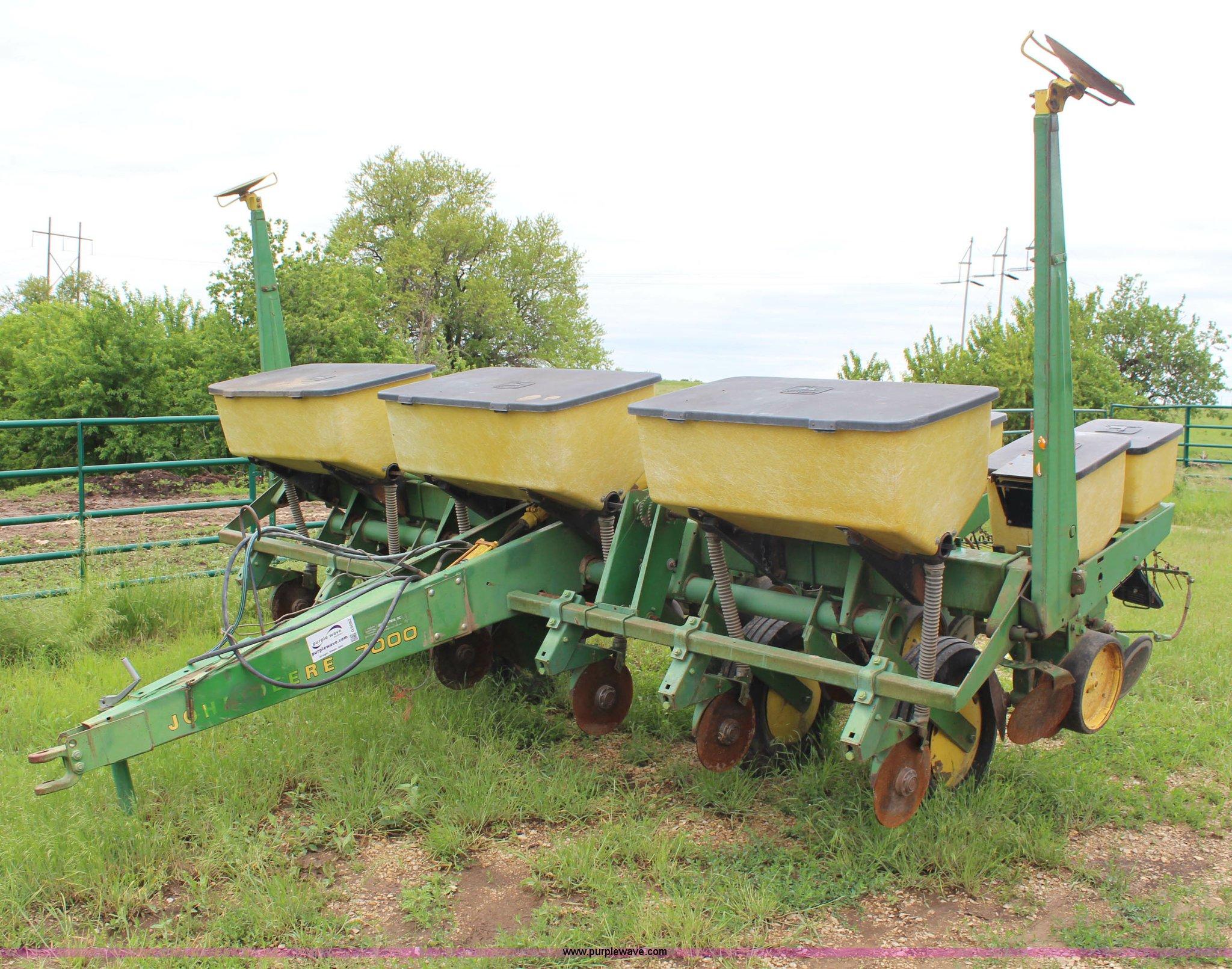 John Deere 7000 Planter Item G5082 Sold June 26 Ag Equi