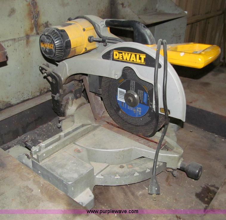 Dewalt dw706 miter saw item d7404 sold june 26 midwest d7404 image for item d7404 dewalt dw706 miter saw greentooth Gallery