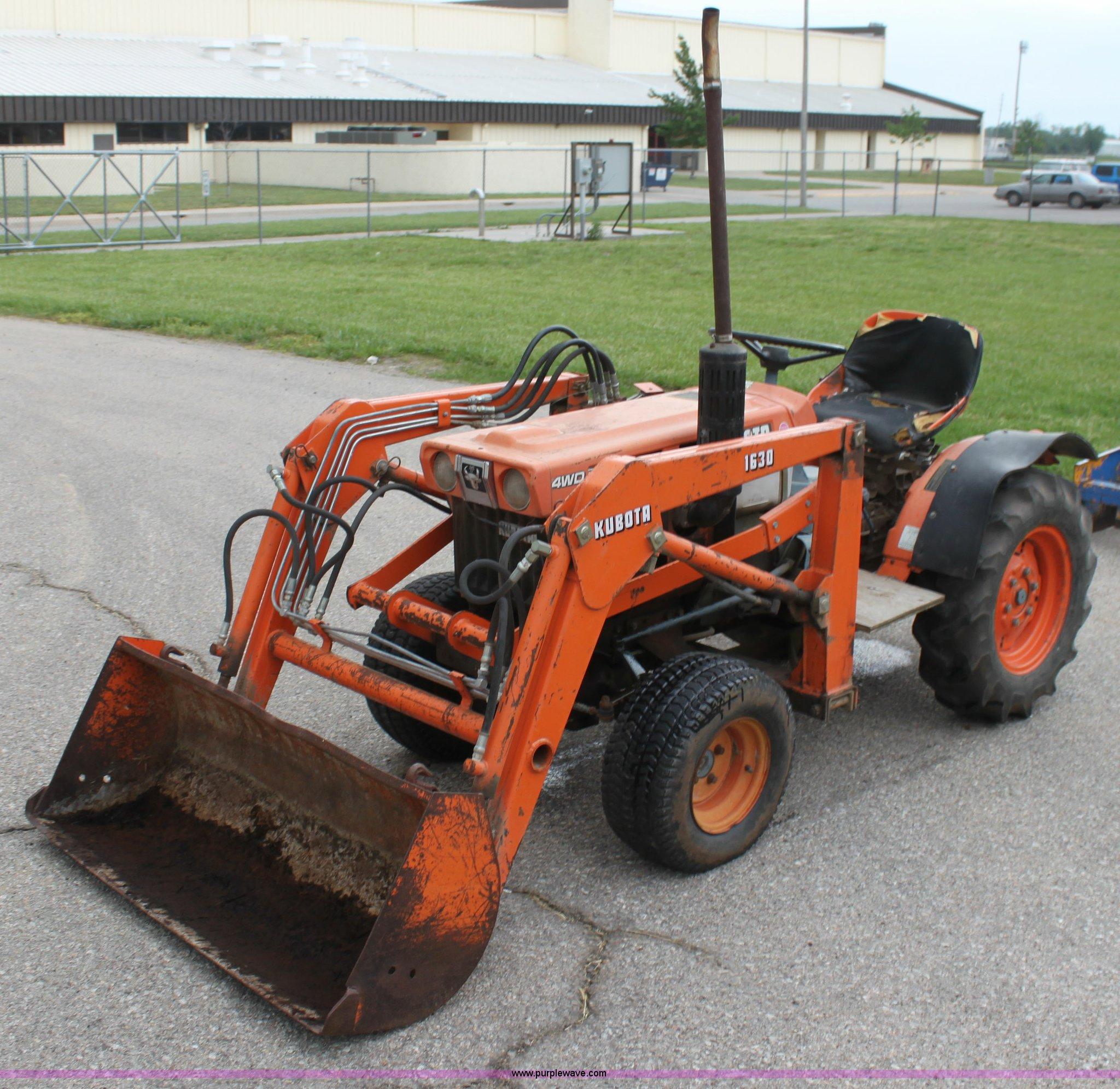 Kubota B7100 Backhoe : Kubota b wst tractor item f sold june