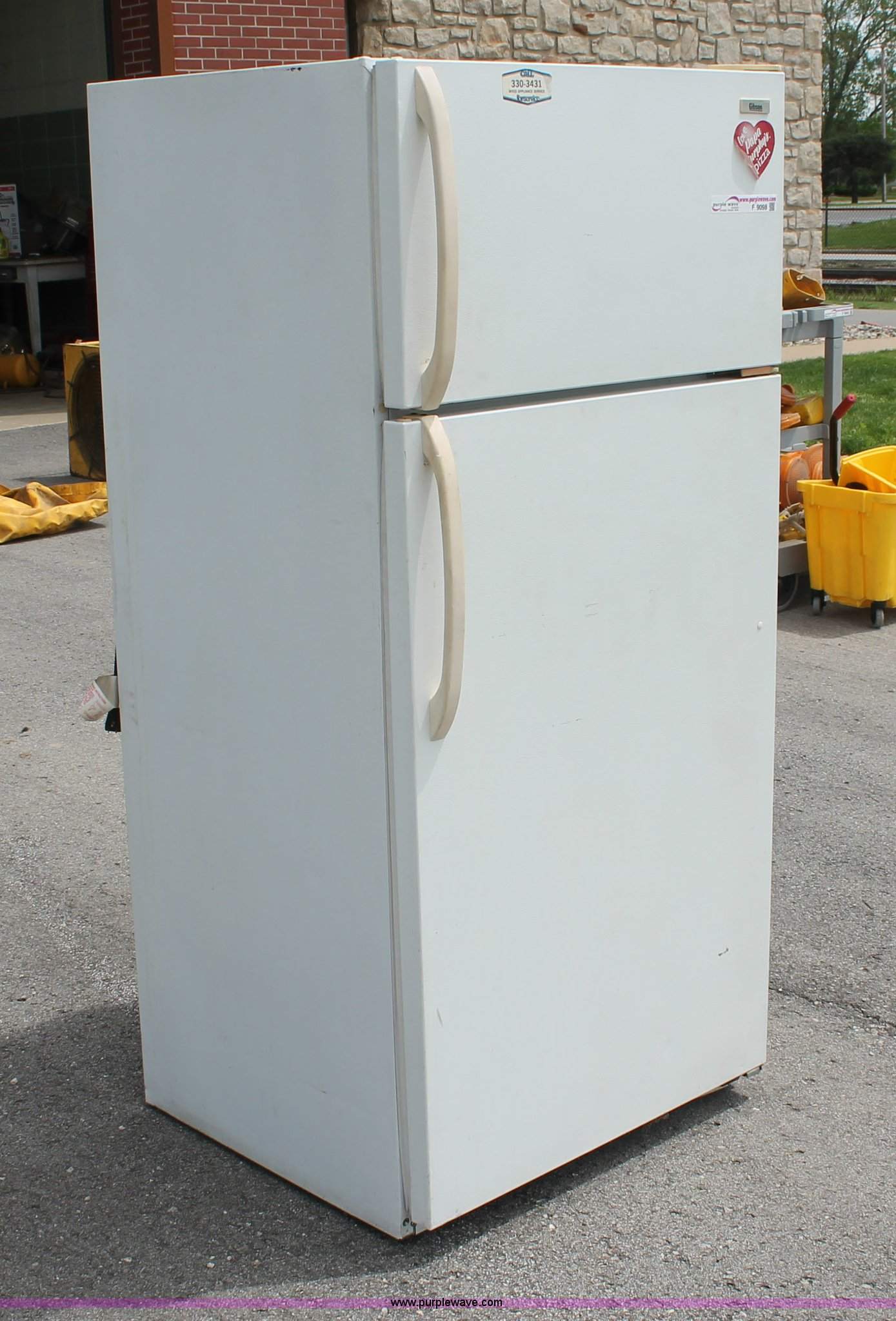 Gibson refrigerator | Item F9098 | SOLD! July 9 Government A
