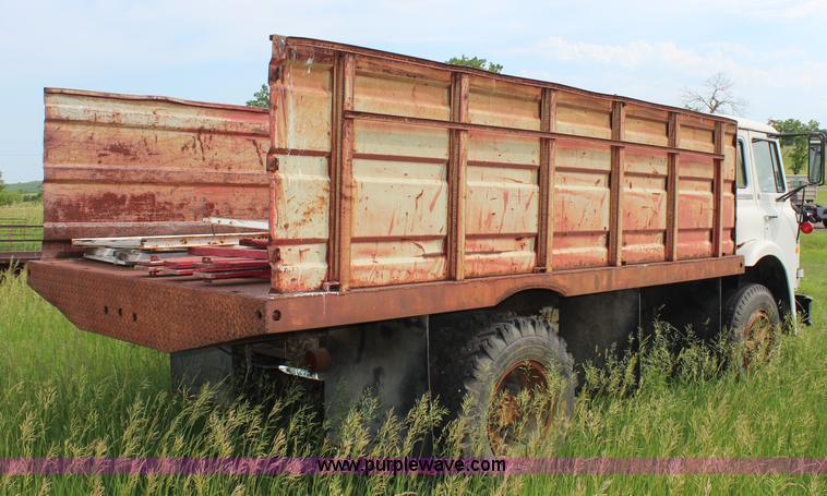1975 International Cargo Star 1710b Grain Truck Item