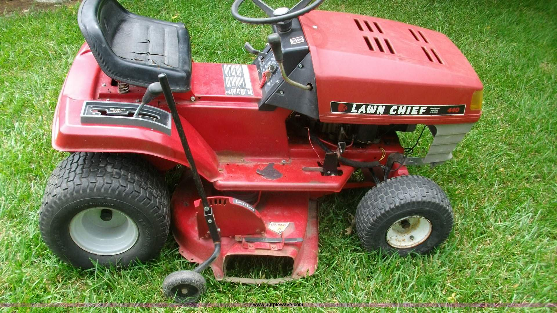 C1206 image for item C1206 Lawn Chief 440 riding mower