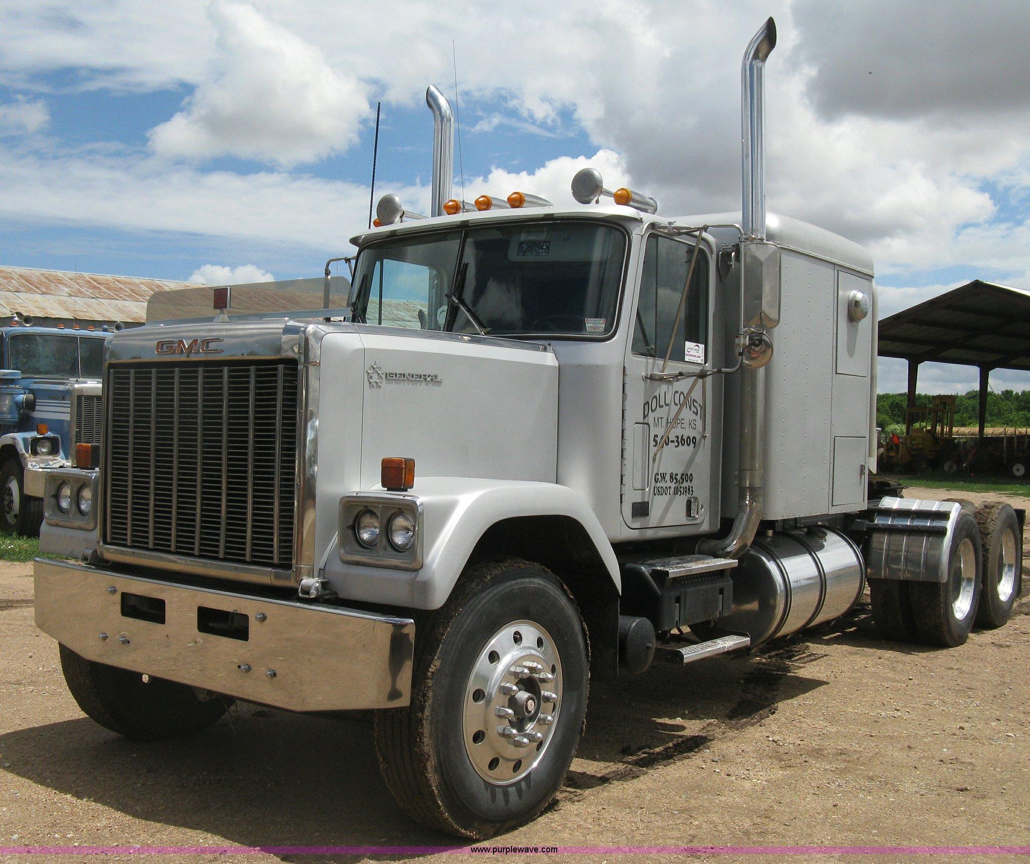 1985 GMC General Semi Truck