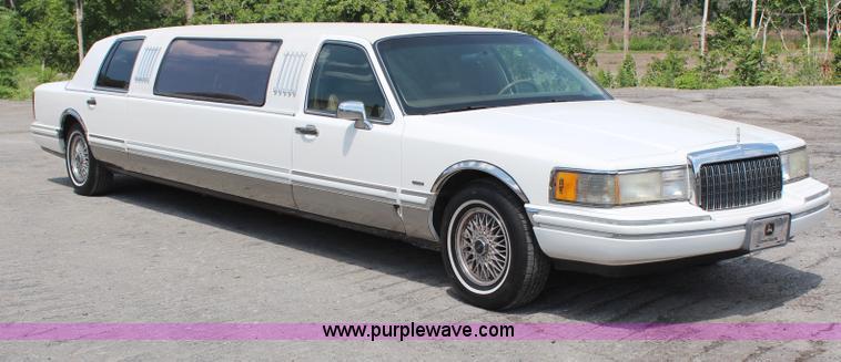 1994 Lincoln Town Car Executive Limousine Item H6556 Sol