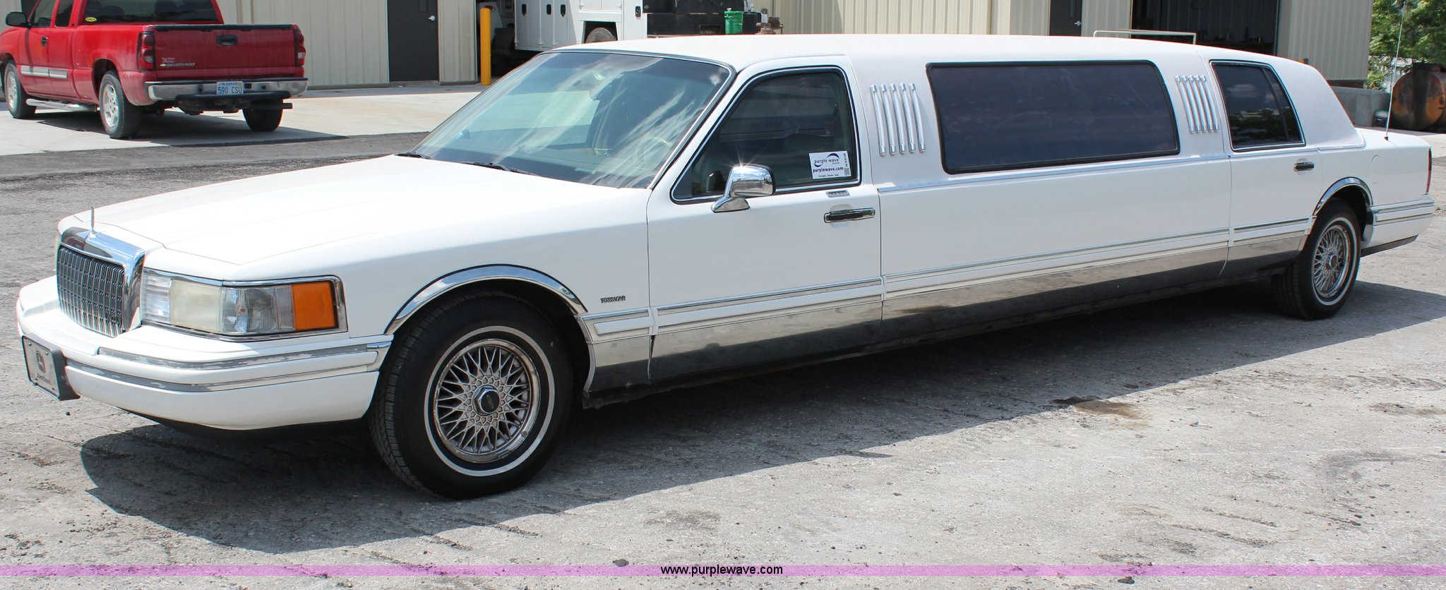 1994 Lincoln Town Car Executive Limousine Item H6556 Sol Image For