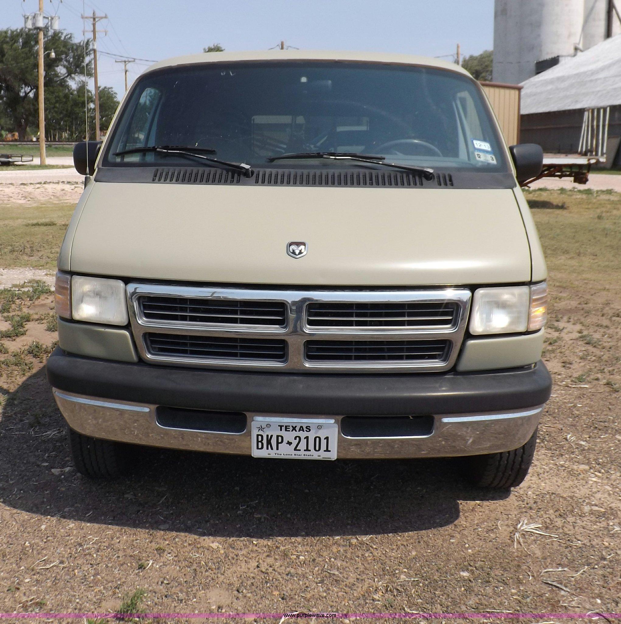 1997 dodge ram wagon b2500 van full size in new window