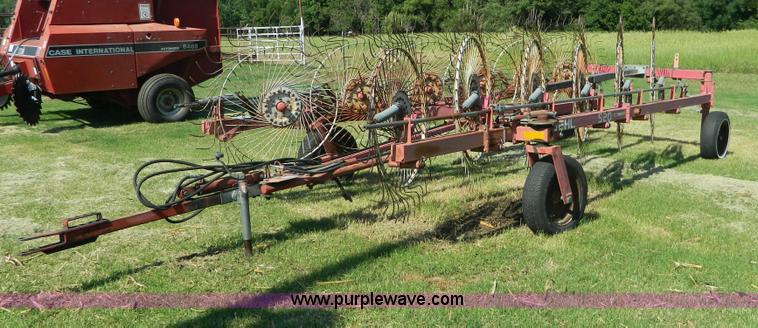 Gehl 520 12 Wheel Rake