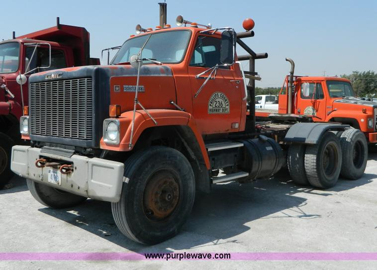 1983 gmc brigadier semi truck item g7932 sold august 6 rh purplewave com 1983 GMC Brigadier with Dually Bed 1970 GMC 9500