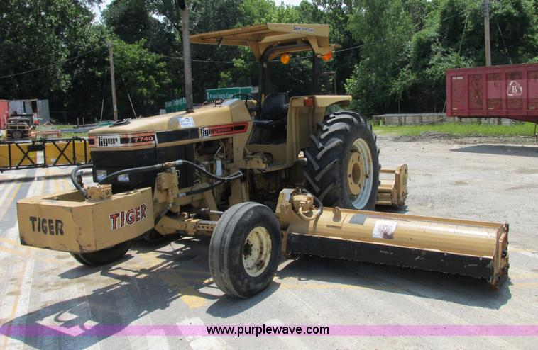 e7286 image for item e7286 ford new holland 7740 tractor