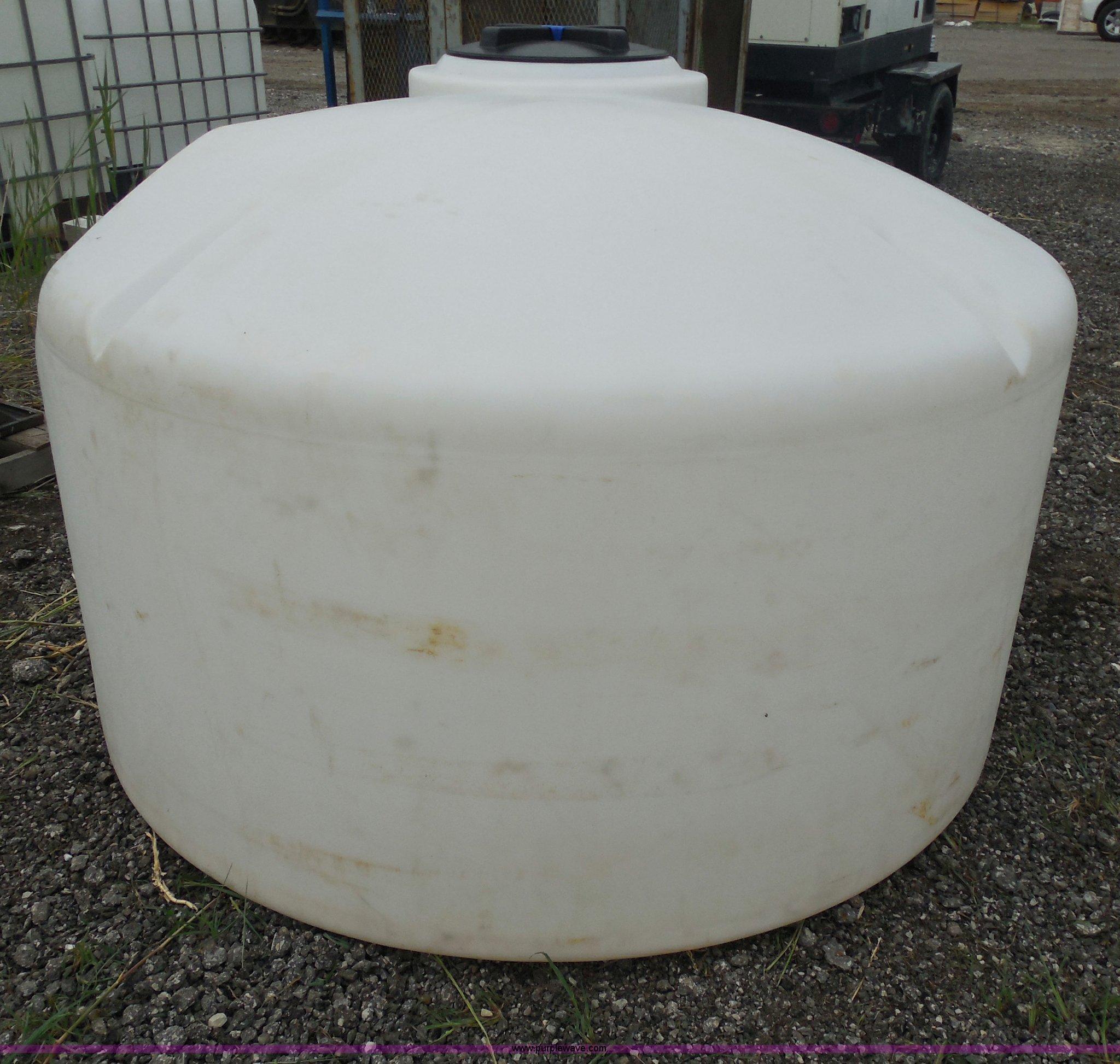 550 gallon water tank | Item G8649 | SOLD! August 21 Vista D