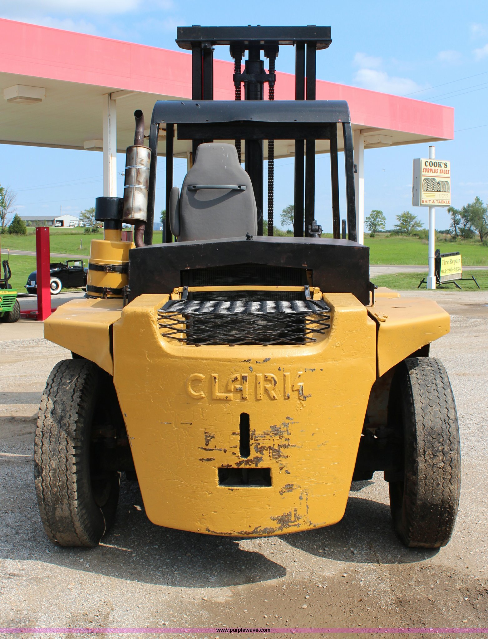 Clark forklift | Item H6531 | SOLD! September 12 Constructio